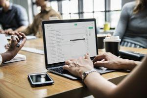 Az e-mail és szabadság héjanásza, avagy hogyan mérgezi meg a nyaralást?