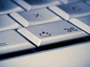 13 ezer, hogy megtaláljuk az elhagyott kulcsot, 72 ezer a távirányítóért, 700 ezer forint az iMacért - az Apple bemutatta az új kütyüket